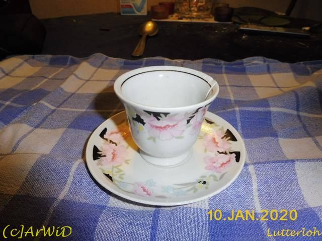 ©Defekte Tasse mit Unterteller (1)
